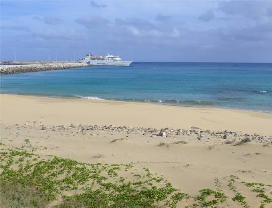 Porto Santo Faehre verlässt den Hafen