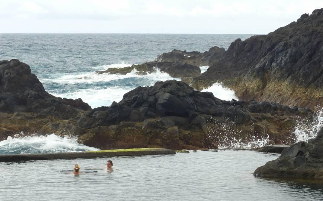 Madeira 4 relaxtes baden bei Brandung