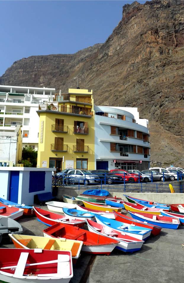 Gomera bunte Boote in Valle Gran Rey