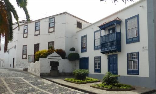 La Palma Santa Cruz blauer Balkon