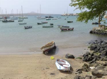 CV Sal die Mole bietet Schutz für Fischerboote Wracks und Yachten