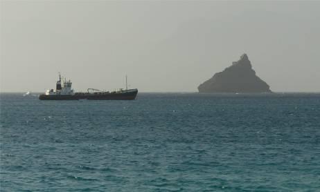 CV markanter Felsen in der Einfahrt nach Porto Grande