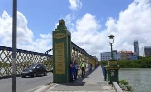 Recife Bruecken verbinden die Stadtteile