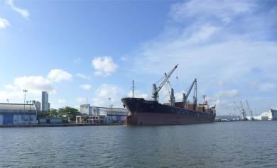 Recife hier gibt es auch richtige Schiffe
