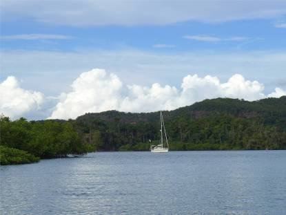 Rio Paraguacu Ankerplatz hinter den Inseln
