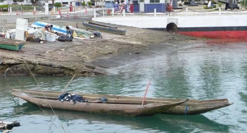 Salvador Einbäume im Hafenbecken