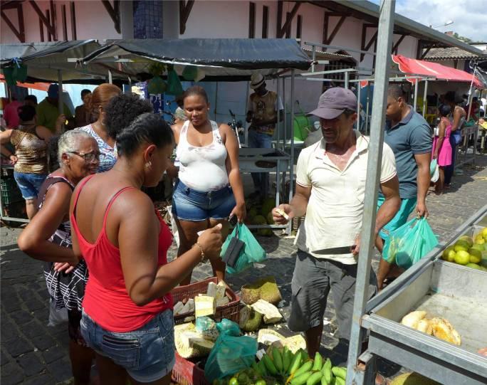 Maragogipe hier werden Jackfruits verkaufrt
