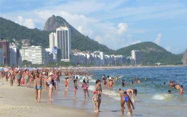 Rio Copacabana voll und leider ziemlich schmutzig