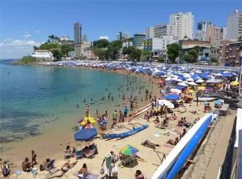 Salvador gut besuchter Strand