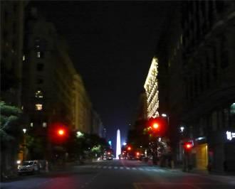 BA nachts ist der Obelisk beeindruckender als tags