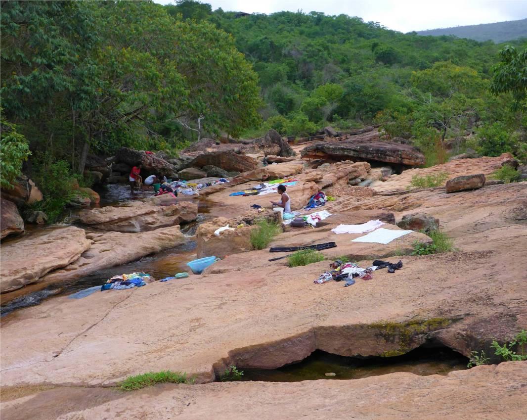 Lencois Wäsche am Fluss