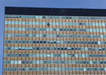 BA Der Fensterputzer 2018 das geht doch als Kunst durch!