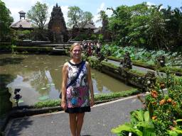 Bali Tempel und die Lotusblüten