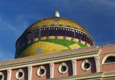 Manaus Kuppel in brasilianischen Farben