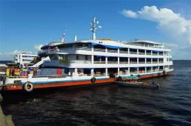 Manaus typisches Frachtschiff