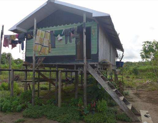 Uacari Caburini Community Häuser auf Stelzen