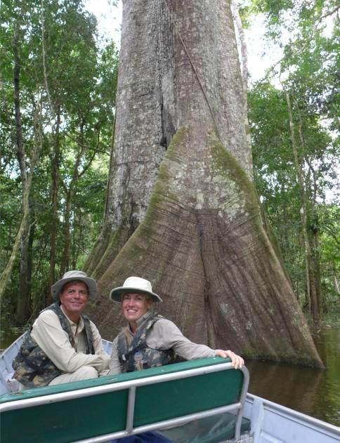 Uacari Gruppenbild mit Kapokbaum