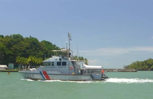 Ile Salut schnittiges Polizeiboot