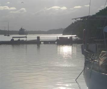 Kourou großes Schiff bringt Raketenteile