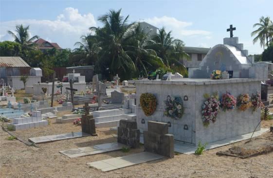 Kourous rumpeliger Friedhof