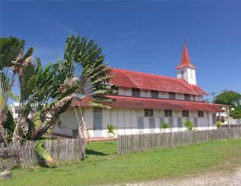 FG Iracoubo die Kirche von außen unspektakulär