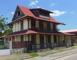 FG Kourou Es gibt auch schöne und gepflegte Häuser 2