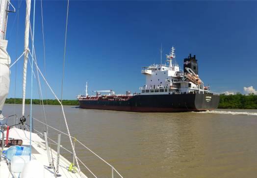FG Kourou wenn der Tanker kommt bzw wieder fährt
