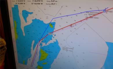 FG Maroni geplanter Weg (rot) und der Track (blau)
