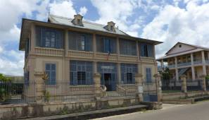 FG St Laurent nette öffentliche Gebäude