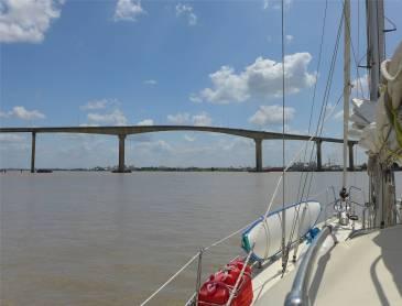 Suriname Brücke über den Fluss