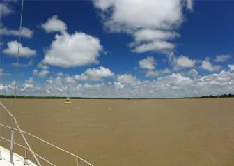 Suriname Einfahrt in den Commewijne