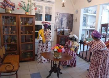 Suriname Koto Museum mir gefällt das Tuch auf dem Kopf