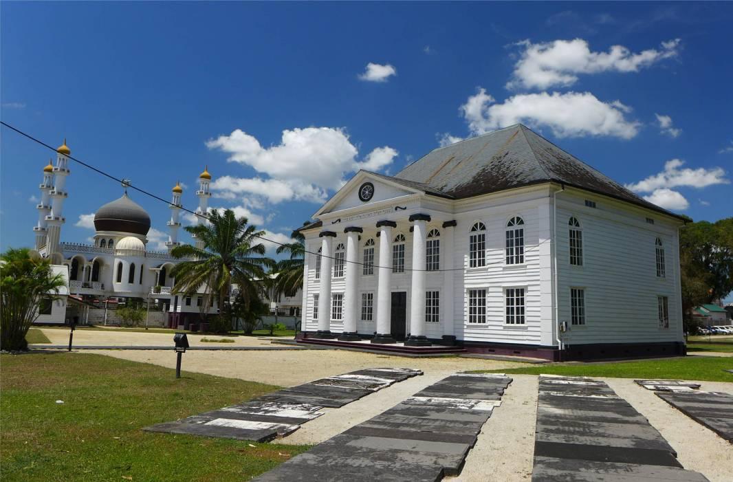 Suriname Paramaribo Synagoge und Moschee als Nachbarn