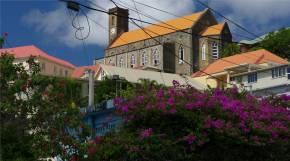 Grenada St Georges viele Blumen