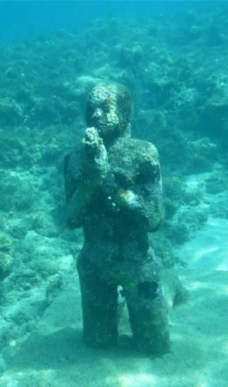 Grenada UWSkulpturen Mädchen