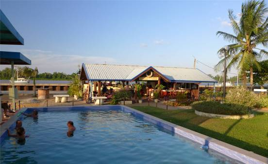 Suriname Domburg Abendstimmung am Pool