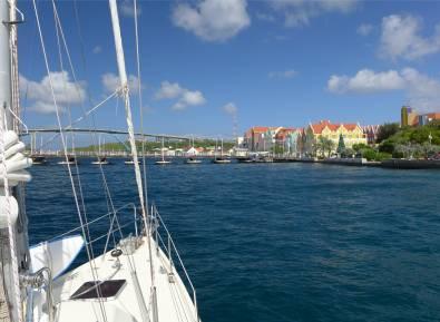 Curacao Warten auf die Brückenöffnung