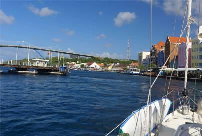 Curacao die Brücke öffnet