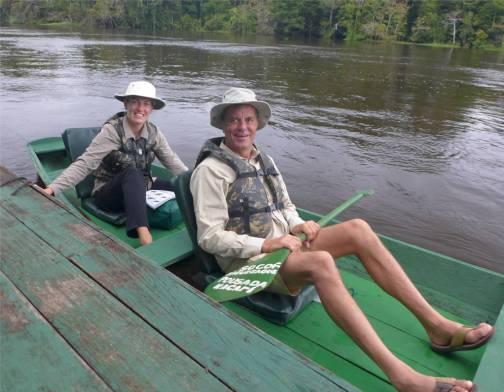 im Kanu auf dem Amazonas