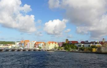 curacao waterfront mit emma bruecke