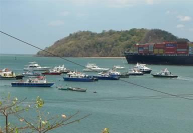 Panama Balboa die Großen kommen dicht vorbei