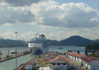 Panama Miraflores Kreuzfahrer