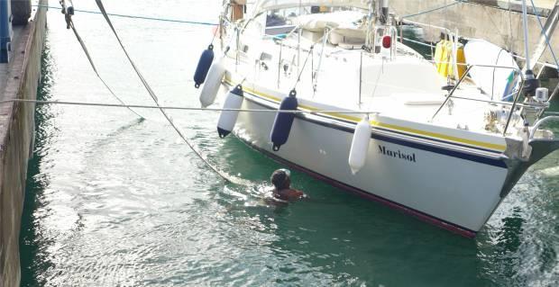 Panama SBM der Sitz der Gurte wird ueberprueft