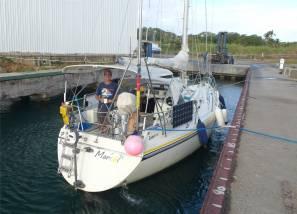 Panama SBM Nobbi wartet auf den Travellift