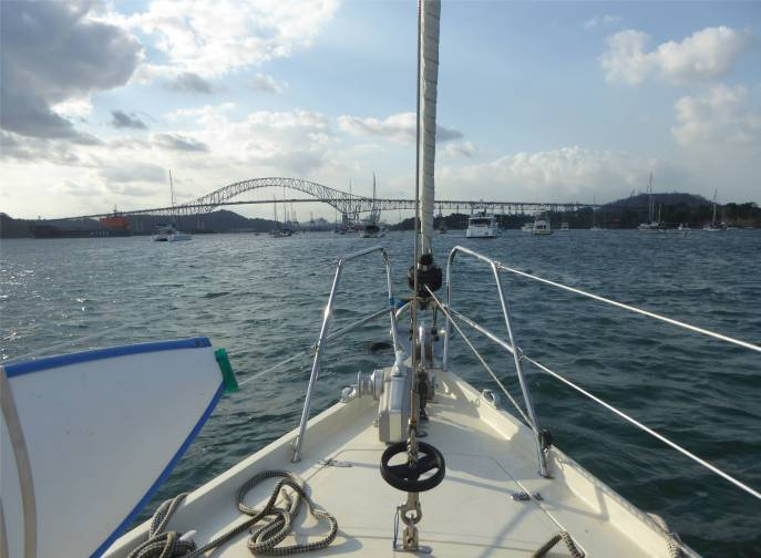Panamakanal an der Boje im Balboa Yacht Club