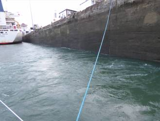Panamakanal Gatunschleuse es strudelt