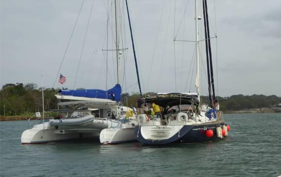 Panamakanal mit diesen Yacht bilden wir ein Päckchen
