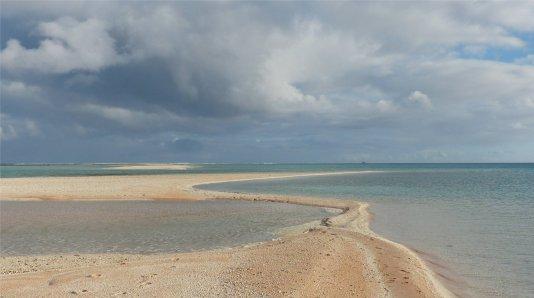 fp makemo s die sandbank verschwindet bei flut2821144535509997425..jpg