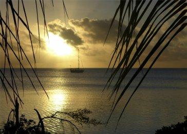 fp fakarava das lieblingsboot im sonnenuntergang6977540848458698769..jpg