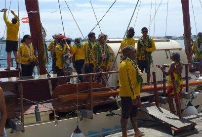 fp tahiti faafaite die crew geht an bord8392172999813210434..jpg